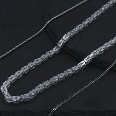 Looking for a special chain? We have them all in our MUAU Schmuck online shop.