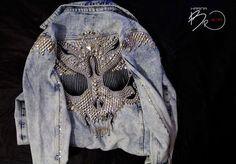 Купить или заказать Джинсовая куртка SKull15 в интернет-магазине на Ярмарке Мастеров. Ручная авторская работа, представлена для примера. Джинсовая куртка, декорирована металлической фурнитурой, на спине сделан массивный металлический череп. Куртка украшена съёмными подвесками.…