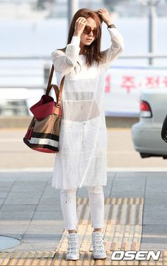 Song JiHyo with burberry handbag