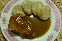 Jak uvařit cibulovo-pivní omáčku s vepřovým masem | recept Czech Recipes, Ethnic Recipes, Baked Potato, Stew, Sausage, Pork, Potatoes, Menu, Chicken