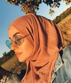 How to Style Hijab With Crinkle Pashmina - How to Style Hijab With Crinkle Pas. How to Style Hijab With Crinkle Pashmina – How to Style Hijab With Crinkle Pashmina Stylish Hijab, Casual Hijab Outfit, Hijab Chic, Ootd Hijab, Stylish Outfits, Hijabi Girl, Girl Hijab, Street Hijab Fashion, Muslim Fashion