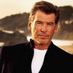 """James Bond is one of those heroes that all guys feel they could actually be like."" - Pierce Brosnan #piercebrosnan #007 #jamesbond #ghostwriter #novemberman #movies #cinema  Existem muitas formas de ver Cinema. Visite agora o blog Mundo de Cinema em http://ift.tt/1R7HDEj"