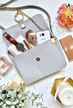 What's in my bag | www.theprettypeony.com