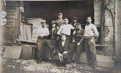 20 OCAK 1937 Uyguner Ustanın Marangoz Dükkanı atölyesi VE İççileri Eminönü İstanbul  Fahire Gence özel aile arşivi ve adına albüme yüklenmiştir. — Fahire Gence ve TC Tahire Ö ile birlikte.