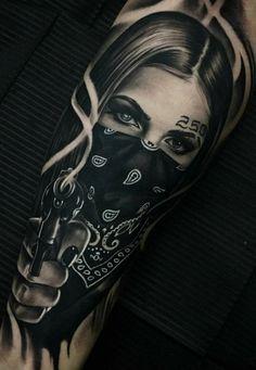 нога левая Chicano Tattoos Gangsters, Lettrage Chicano, Chicano Tattoos Sleeve, Gangster Tattoos, Arm Sleeve Tattoos, Skull Tattoos, Body Art Tattoos, Hand Tattoos, Chicano Tattoos Lettering