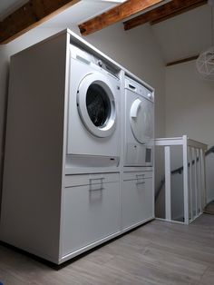 Nieuwe situatie: Op zolder, beter ! Laundry Room Design, Storage Design, Küchen Design, Attic, Washing Machine, New Homes, Home And Garden, Loft, Home Appliances
