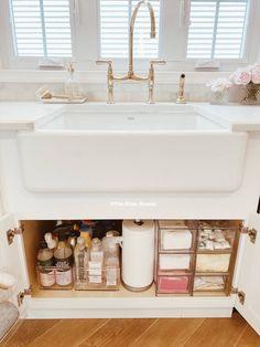 Kitchen Organisation, Diy Kitchen Storage, Bathroom Organization, Bathroom Storage, Kitchen Sink Decor, Organized Kitchen, Kitchen Pantry, Organizing Ideas For Kitchen, Kitchen Tools