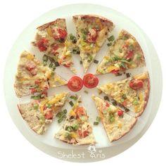 Правильная пицца, которую можно кушать со спокойною душой даже на ужин! - основа для пиццы: куриное филе измельчить в блендере, добавить яйцо,чеснок и любимые приправы) выложить на противень (или на силиконовый коврик) -начинка: может быть любой!!! грибы, томаты, перчик, сыр, зелень, огурчики и тд)) только нужно учесть, что сыр должен быть не жирным! (хороший сыр натура или олтермани)