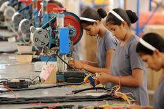 Industria textil hondureña crecerá 5% en 2016 Industria textil hondureña crecerá 5% en 2016 La industria textil de Honduras espera un crecimiento del 5% para este 2016, es decir, más de 4.400 millones de dólares en exportaciones.  http://mx.fashionnetwork.com/news/Industria-textil-hondurena-crecera-5-en-2016,731706.html#.V9isFzWuYQw  - Noticias : Industria (#731706)