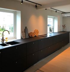 Ikea Kungsbacka kjøkken - Lilly is Love Black Ikea Kitchen, Ikea Kitchen Cabinets, Kitchen Tops, Black Kitchens, New Kitchen, Cool Kitchens, Kitchen Decor, Etagere Design, Cuisines Design