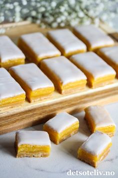 Food N, Good Food, Food And Drink, Norwegian Food, Lemon Bars, No Bake Treats, Dessert Bars, Tart, Cake Recipes