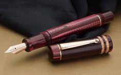 【楽天市場】【DELTA/デルタ】限定36本 デルタ オロ・ロッソ万年筆 特注モデル ペン先M ボタンフィラー吸入式豊潤で濃厚な香りが漂ってくるような、ワイン色のセルロイド 【送料無料】:筆記具専門店「萬佳」