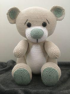 [Haakpatroon] Bella – Haken en Maken Crochet Teddy Bear Pattern, Crochet Sheep, Crochet Animal Patterns, Stuffed Animal Patterns, Amigurumi Patterns, Crochet Animals, Crochet Dolls, Crochet Baby, Free Crochet