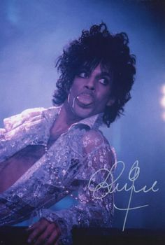 Great Purple Rain photo, taken towards the end of a show, Baby Im A Star/I Would Die 4 U performance, thats the outfit he wore at the end BUT FAKE SIGNATURE!