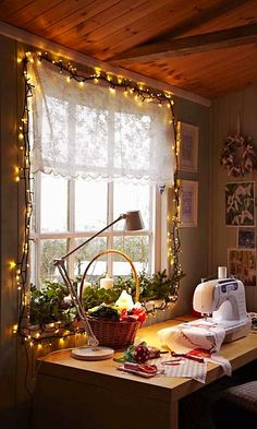 Simple Christmas Decorations For Your Windows | Apartment Therapy