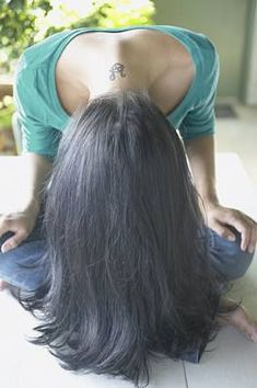 Do you want to know how to make your hair grow faster? Here are best tips for you. Many ladies, as well as gentlemen, wonder what makes hair grow faster. Hair Remedies For Growth, Hair Growth Tips, Hair Care Tips, Longer Hair Faster, How To Grow Your Hair Faster, Homemade Hair Treatments, Natural Hair Styles, Long Hair Styles, Hair Flip