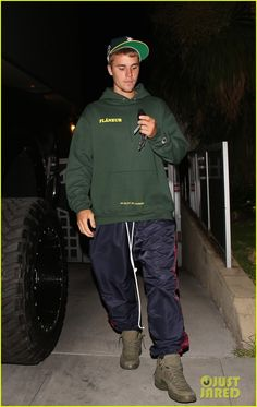 justin bieber hits photographer with truck after leaving church 01