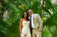 The bride & groom wore sunglasses! Loved planning this gorgeous beach wedding in Tulum, Mexico. Photo: That Moment Photo