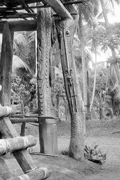 Corner post for platform of Wolimbit ceremonial house, Kanganamun