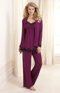 Embraceable Cool Nights Sleep Wrap, Cami & Pant Miller-these are my jammies! Sleepwear Women, Lingerie Sleepwear, Nightwear, Pyjamas, Pjs, Lingerie Collection, Comfortable Outfits, Night Gown, Pretty Outfits
