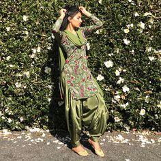 Indian Suits Punjabi, Ladies Suits Indian, Punjabi Salwar Suits, Indian Attire, Indian Wear, Indian Outfits, Punjabi Girls, Indian Girls, Patiala Dress