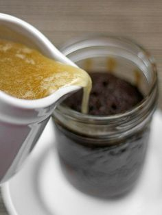 Whiskey Cake in a Jar Recipe : Decorating : Home & Garden Television Mason Jar Cupcakes, Mason Jar Desserts, Mason Jar Meals, Meals In A Jar, Mason Jars, Cake In A Jar, Dessert In A Jar, Liquor Cake, Dessert Recipes