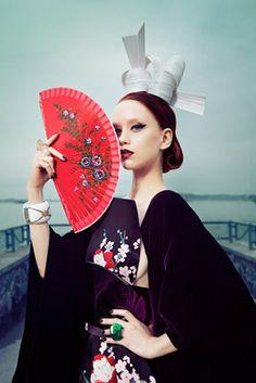 Magazine:   Mojeh Magazine   Photographer:   RomanLeo  Roger Grey Produces - New York Issue 359,