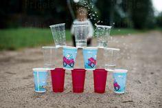 Пластиковые стаканчики, как мишень