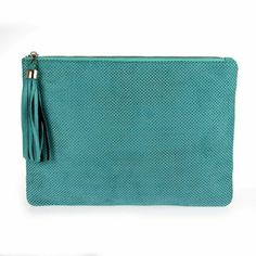 Tiffany blue cluth, crossbody The color is so pretty. And such a good quality,  perfect for summer,comes with a silver chain if you want it as a crossbody, or with a handle yo wear it as a clutch,  goes from day to evening in a second. Bags Crossbody Bags