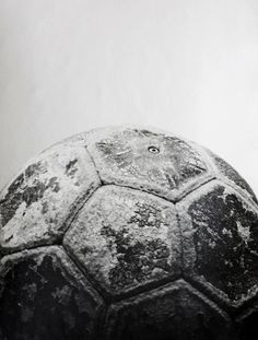 You see a worn handball. I chose this picture because i play handball since I was 4 years old. Handball Players, Women's Handball, You Fitness, Fitness Plan, Fitness Workouts, Physical Fitness, Goalkeeper, Going To The Gym, Soccer Ball
