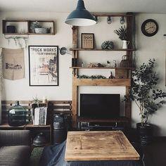 女性で、3LDKのキャベツボックスDIY/ディアウォール/BRIWAXジャコビアン/ミルク缶…などについてのインテリア実例を紹介。「我が家は平家の賃貸。リビングは狭いです。。。引越し以来、ソファ、テーブル、テレビの位置変わってません。まだまだ想像力が無いですね(苦笑)頑張ります」(この写真は 2017-10-28 22:31:28 に共有されました)