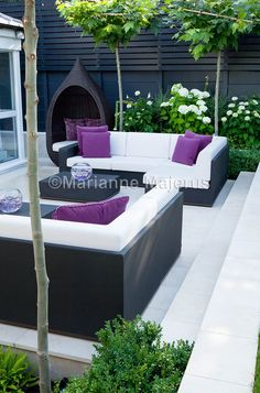 Need some low maintenance garden design ideas? Learn the fundamentals and tips to creating the perfect low mainteance outdoor space in our feature article. Small Courtyard Gardens, Small Courtyards, Garden Design Plans, Small Garden Design, Small Garden Spaces, Urban Garden Design, Contemporary Garden Design, Contemporary Landscape, Sloped Garden