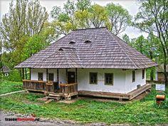 MUZEUL SATULUI BUCOVINEAN SUCEAVA Casa Campulung Moldovenesc - Casa Nemtan Design Case, Home Fashion, Romania, Shed, Cottage, Outdoor Structures, House Design, Traditional, House Styles