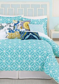 Seriously pretty! i absolutely love the pattern. Plus that headboard is lovely!