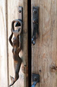 Knock knock there? Awesome antique door knockersDishfunctional Designs: Knock Knock: There? Awesome antique door knockersThese unusual door knockers can reveal what kind of person is in them doors love these knobs, I