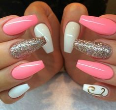 nails rose gold and white / nails rose gold nails rose gold glitter nails rose gold acrylic nails rose gold and black nails rose gold matte nails rose gold chrome nails rose gold ombre nails rose gold and white Peach Nails, White Nails, Pink Nails, Jade Nails, Yellow Nails, Purple Yellow, Pink White, White Glitter, Blue Chrome Nails