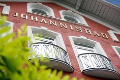Außenansicht des AKZENT Hotel Johannisbad in Bad Aibling. Hotels, Das Hotel, Restaurant, Brewery, Diner Restaurant, Restaurants, Dining