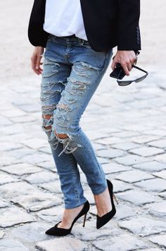 We're making: Distressed Denim Jeans Denim Fashion, Look Fashion, Autumn Fashion, Womens Fashion, Fashion Trends, Carrie Bradshaw, Looks Style, Style Me, Estilo Rock