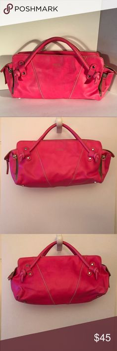 """matt & nat Montreal hot pink leather bag matt & nat Montreal hot pink leather bag. Very cute bag in good condition carried few times has some minor places on front, back that can be seen in photos no major damages or fares. Really cute & unique bag. 13"""" X 9"""" X 4"""" strap drop 3"""" ask any questions or make an offer! Matt & Nat Bags Hobos"""