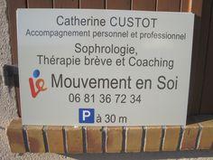 Le Mouvement en Soi vous accompagne dans votre vie personnelle et professionnelle par la thérapie ou le coaching. Panneau réalisé par Com'Park Outdoor.