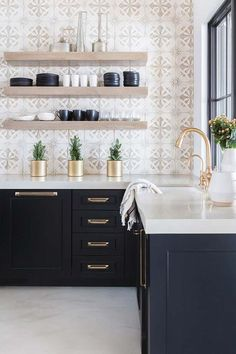 Modern Farmhouse Style Kitchen with black cabinets, modern gold fixtures and pul. Modern Farmhouse Style Kitchen with black cabinets, modern gold fixtures and pulls, decorative tile and rose accents. Farmhouse Style Kitchen, Modern Farmhouse Kitchens, Black Kitchens, Home Decor Kitchen, New Kitchen, Cool Kitchens, Kitchen Ideas, Kitchen Modern, Minimalist Kitchen