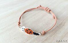 할로윈 팔찌 만들기 재료 : 슈링클스(Shrinkles) 종이를 힛툴로 열을 가해서 만듬. Shrink Art, Beaded Bracelets, Diy Bracelet, Shrink Plastic, Resin Crafts, Diy Jewelry, Image Transfers, Earrings, Cord