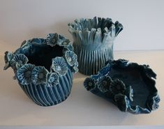 vases bleus en céramique réalisés par Patricia Dindinaud
