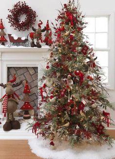 Cristhmas Tree Decorations Ideas : 25 Creative and Beautiful Christmas Tree Decorating Ideas Christmas Tree Design, Beautiful Christmas Trees, Christmas Tree Themes, Noel Christmas, Country Christmas, White Christmas, Christmas Crafts, Christmas Ideas, Homemade Christmas