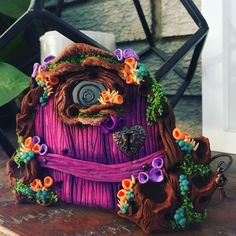 Fairy Door. Sculpture Clay, Sculptures, Cardboard Box Crafts, Fairy Doors, Polymer Clay Creations, Fairy Houses, Fairy Gardens, Clay Projects, Gnomes