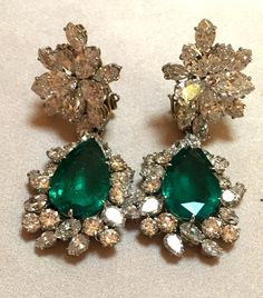 These famous diamond and emerald earrings by Bulgari have been worn by Elizabeth Taylor,Gina Lollobrigida and Monica Vitti (to name just a few). They match the Seven Wonders emerald and diamond necklace also by Bvlgari. Discover the history of these gems and who worn them: http://www.thejewelleryeditor.com/jewellery/bulgari-history-of-style-celebrities-iconic-design/ #jewelry