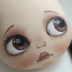 Afbeeldingsresultaat voor add nose to a cloth doll face Doll Face Paint, Doll Painting, Doll Crafts, Diy Doll, Doll Making Tutorials, Doll Eyes, Doll Tutorial, Sewing Dolls, Doll Hair