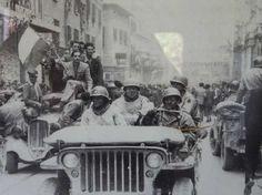 Soldati Alleati in via Rizzoli il giorno della Liberazione - foto presso il Memoriale della Libertà di San Lazzaro di Savena