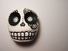 Day of the Dead skull, Recreate with Crayola Model Magic Clay. Let dry and decorate with paint or Shaprie Poster Paint Markers
