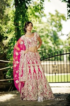 South Asian Bridal Outfit – Simply Stunning! #southasianbride #southasianwedding #desibride | Discover more south asian wedding inspiration at www.shaadibelles.com